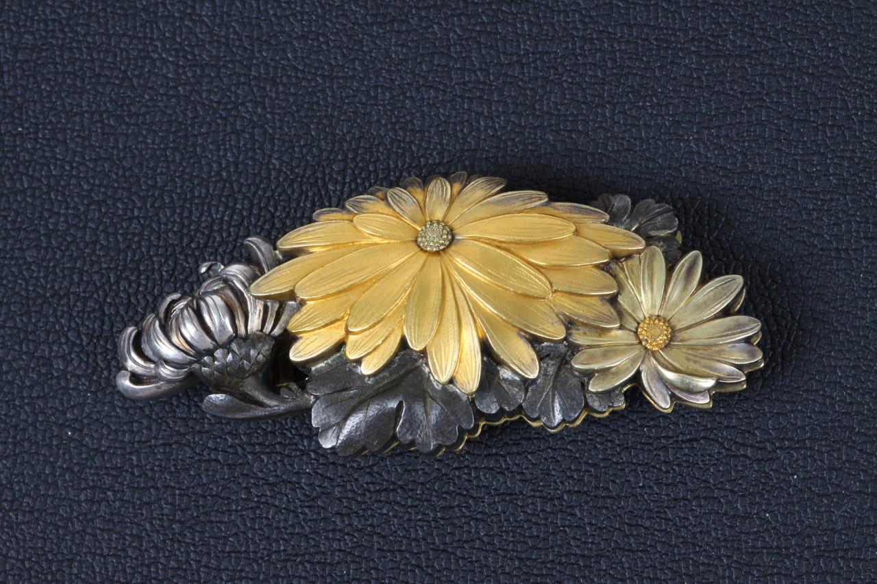 彫金菊帯留